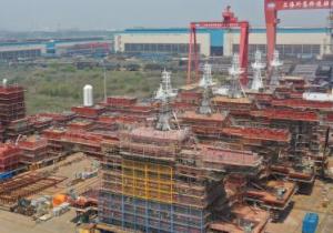 中国船舶外高桥造船交付第200套上层建筑