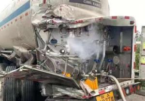 山西: 27吨液氧罐车被追尾泄漏 多部