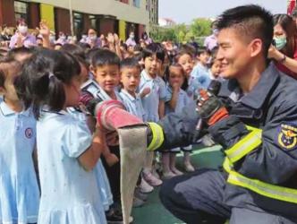 师幼家长大型防震防火应急疏散演练活动